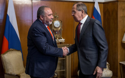 Defense Minister Avigdor Liberman meets with Russian Foreign Minister Sergey Lavrov in Moscow on April 26, 2017. (Ariel Hermoni/Defense Ministry)