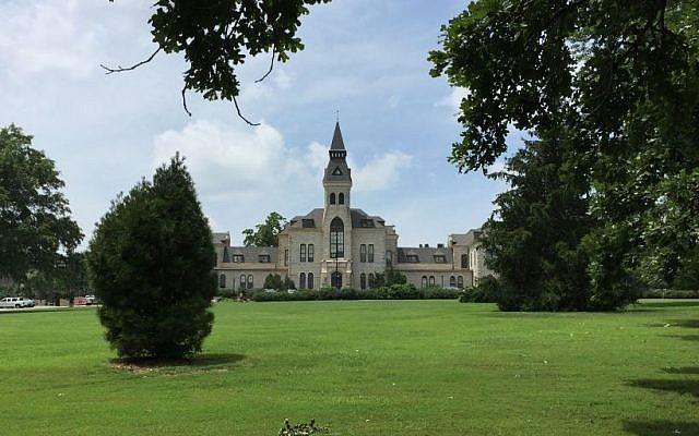 Kansas State University >> Sukkah Destroyed By Vandals At Kansas State University The