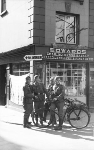 German soldiers standing at an intersection in Jersey during the WWII occupation of the Channel Islands. (Public domain)