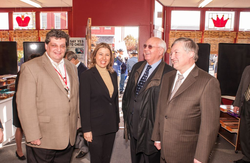 Susan Polgar with Mikhail Gorbachev at the Chess for Peace event in October 2005. (Jim Turner)