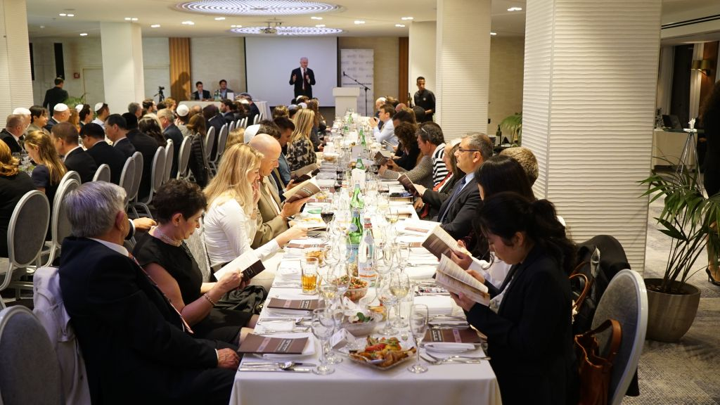 Ambassadors and diplomats gather for a model Passover Seder in Tel Aviv, April 2, 2017 (The Israel Project)