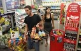 Illustrative: Israelis shop at the AM:PM convenience store in Tel Aviv on July 04, 2014. (FLASH90)