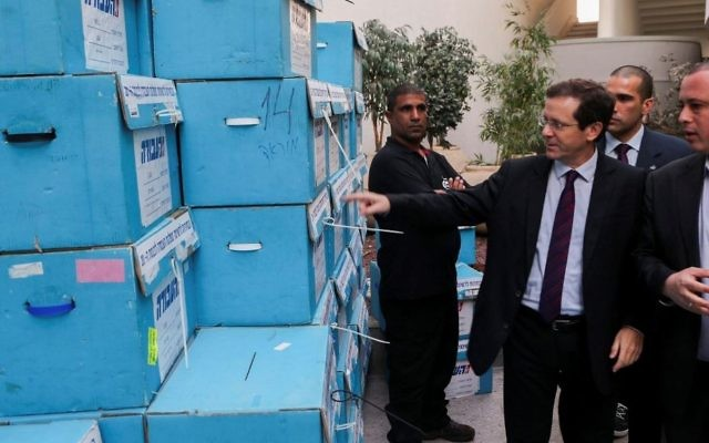 Labor Party Chairman Isaac Herzog (R) an MK Hilik Bar visit at the Labor primary elections headquarters in Holon on January 11, 2015. (Flash90)