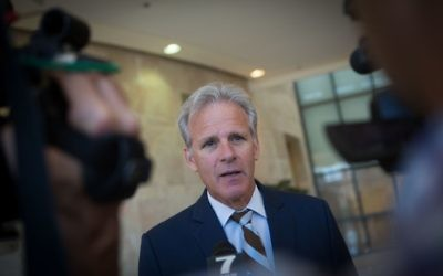 Kulanu Knesset member Michael Oren speaks to press in the Israeli parliament, July 29, 2015. (Miriam Alster/Flash90)