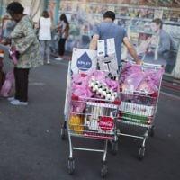 Illustrative image of Israelis grocery shopping at a supermarket in Talpiot, Jerusalem, on April 20, 2016. (Hadas Parush/Flash90)