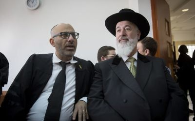 Former Chief Rabbi of Israel, Yona Metzger (r) seen at the Jerusalem District Court during his trial, suspected of taking bribe, fraud, and involvement in criminal activities, on February 23, 2017. (Miriam Alster/Flash90)