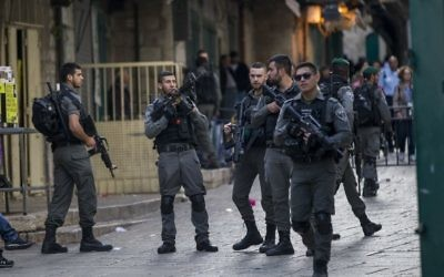 Security forces in Jerusalem's Old City after a stabbing attack in which three people were injured and the assailant was shot by police, April 1, 2017. (Yonatan Sindel/Flash90)