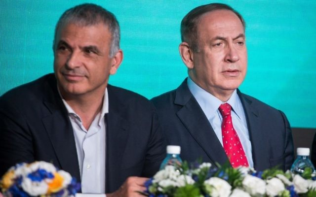 Finance Minister Moshe Kahlon, left, and Prime Minister Benjamin Netanyahu at a signing ceremony for an agreement to build thousands of new apartments in the ultra-Orthodox neighborhood of Ramat Beit Shemesh, April 3, 2017. (Hadas Parush/FLASH90)