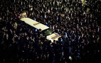 Thousands of Ultra-Orthodox Jewish men attend a march in support of two Jewish seminary students draft dodgers who were sent to jail, Jerusalem, April 11, 2017. (Yonatan Sindel/Flash90)