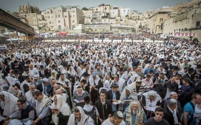 Jewish worshippers pray at the Western Wall in Jerusalem's Old City during the Passover priestly blessing on April 13, 2017. (Yonatan Sindel/Flash90)