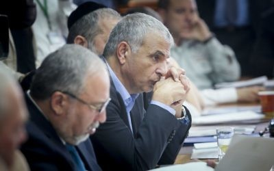 Finance Minister Moshe Kahlon attends the weekly cabinet meeting at the Prime Minister Office in Jerusalem, April 23, 2017. (Alex Kolomoisky/Pool)