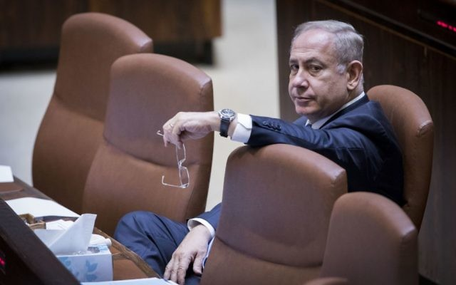 Prime Minister Benjamin Netanyahu at the Knesset during a vote on two-week delay in opening the new public broadcaster, April 26, 2017. (Yonatan Sindel/Flash90)