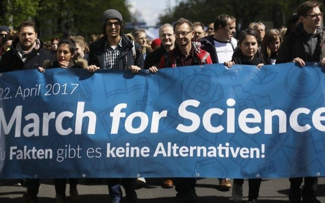 Thousands of demonstrators attend the March for Science in Berlin, Saturday, April 22, 2017. (AP Photo/Markus Schreiber)