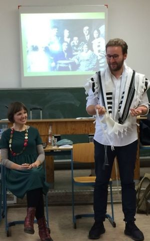 Mascha Schmerling and Monty Ott from the 'Rent a Jew' project visit the Technisches Berufskolleg Solingen, Germany, November 2016. (Kate Brady/DW.com)