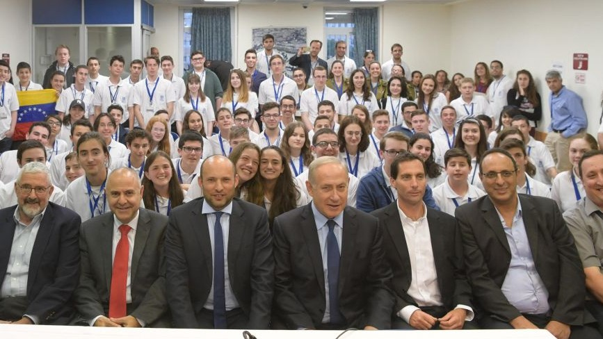 Prime Minister Benjamin Netanyahu (4 from right) with International Bible Quiz Contestants in Jerusalem on April 25, 2017. (credit: Amos Ben-Gershom/GPO)