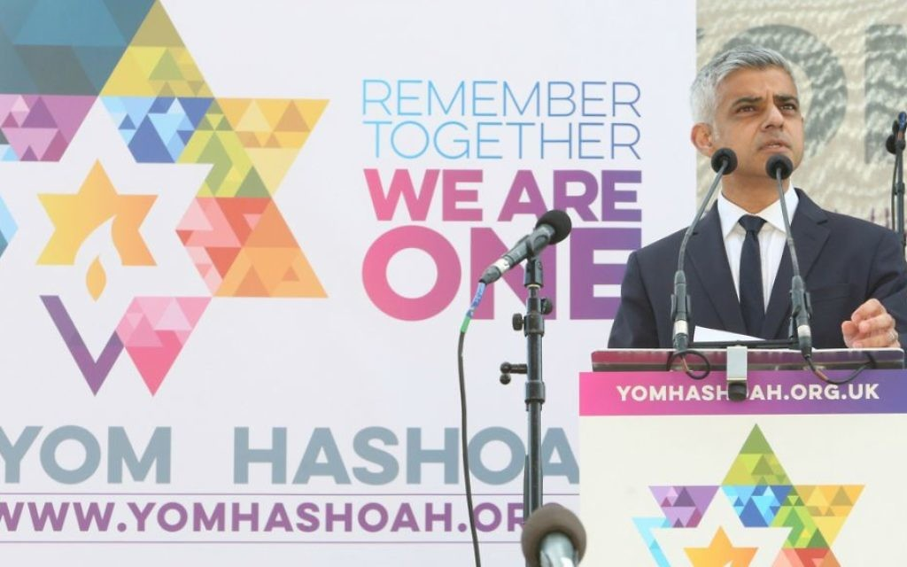 London mayor Sadiq Khan at a Yom Hashoah ceremony on April 23, 2017. (Courtesy)
