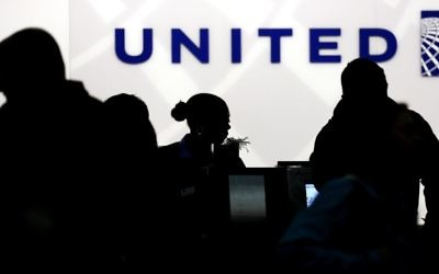 Travelers check in at the United Airlines ticket counter at Terminal 1 in O'Hare International Airport in Chicago, December 21, 2013. (AP Photo/Nam Y. Huh, File)