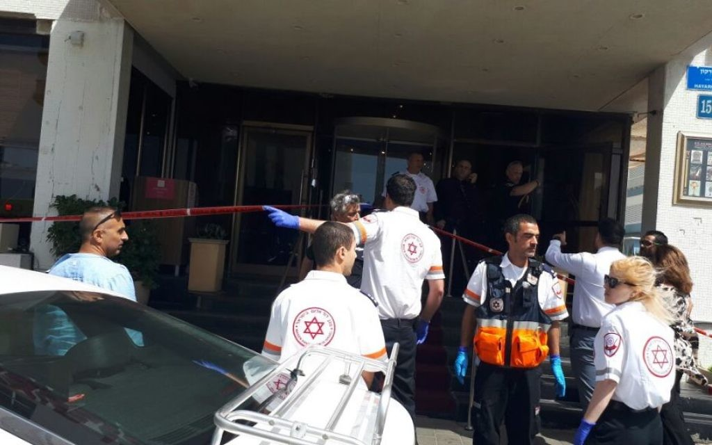 Magen David Adom paramedics arrive at the scene of a suspected terror attack outside of a Tel Aviv hotel on April 23, 2017. (courtesy)