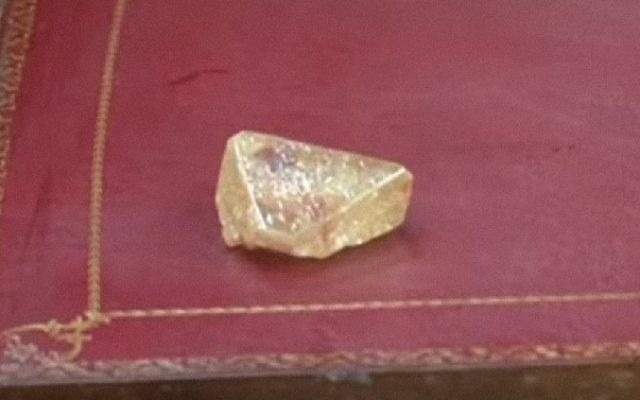A screenshot from a TV report showing a 709-carat diamond found in Sierra Leone. (YouTube)