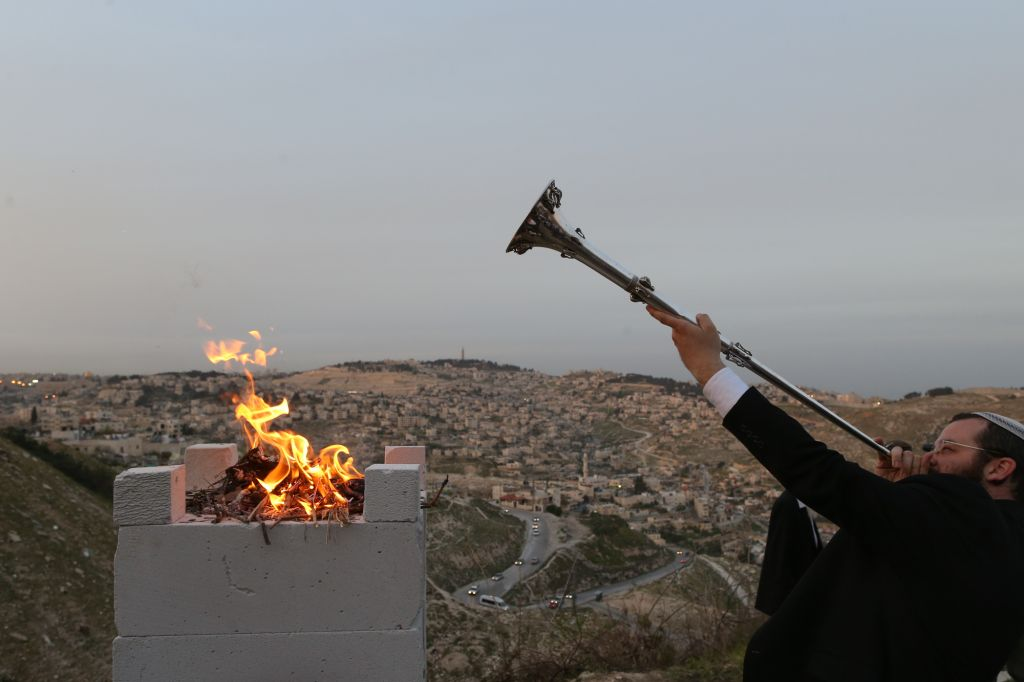 A priest blows a silver trumpet at the demonstration Passover sacrifice on March 21, 2013 in Jerusalem. (Nati Shohat/Flash90)