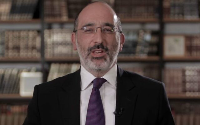 South Africa's Chief Rabbi Warren Goldstein in a Passover YouTube message on April 4, 2017. (YouTube screen capture)