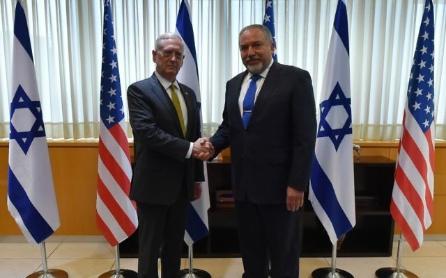 Defense Minister Avigdor Liberman (right) meets US Secretary of Defense James Mattis (left) in Tel Aviv on April 21, 2017. (Ariel Hermoni/Ministry of Defense)