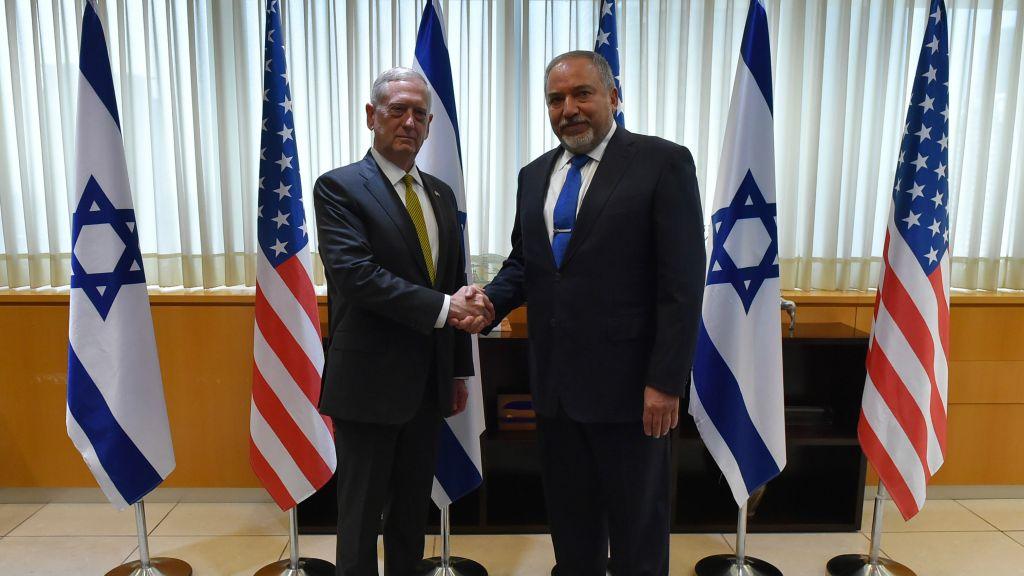 Defense Minister Avigdor Liberman (right) meets US Secretary of Defense James Mattis (left) in Tel Aviv on April 21, 2017. (Ariel Hermoni/Ministry of Defense)