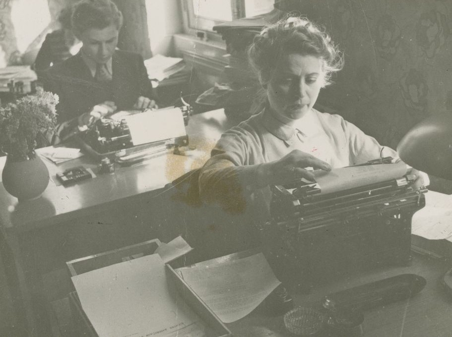 Justus Rosenberg, back, on a typewriter during WWII. (Courtesy)