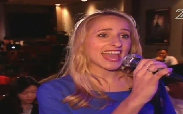 Sivan Kaynar Kissinger sings a number from 'Shimmer' (Channel 2 news)