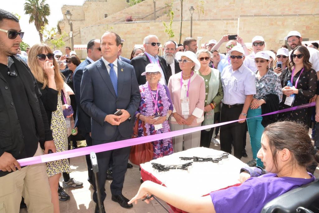 Jerusalem Mayor Nir Barkat at the April 27 opening of Shalva's new headquarters (Courtesy)