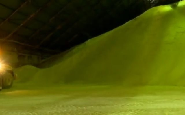 A mound of unprocessed sugar for Sugat, shown on Channel 2, April 2017. (Screenshot)