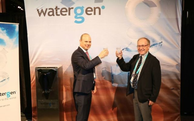Water-Gen's executive chairman Maxim Pasik with Prof. Alan Dershowitz last month in the Water-Gen booth in the AIPAC village (Courtesy: Water-Gen)