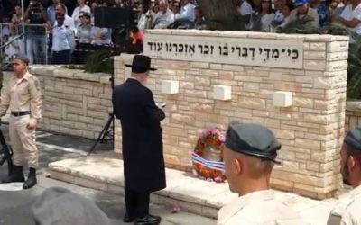 Health Minister Yaakov Litzman at a Memorial Day ceremony in Kiryat Gat, May 1, 2017. (Ministry of Health)