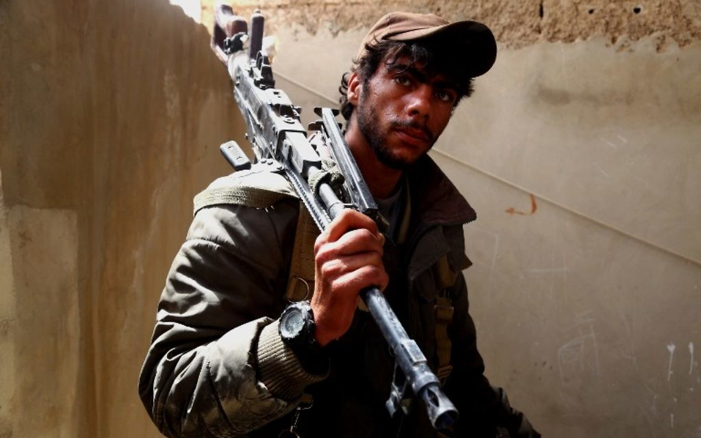 A member of the US-backed Syrian Democratic Forces (SDF), made up of an alliance of Arab and Kurdish fighters, looks on in the town of Tabqa, about 55 kilometres (35 miles) west of Raqa city, on April 30, 2017 (AFP PHOTO / DELIL SOULEIMAN)