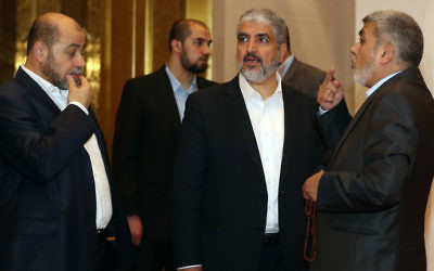 The exiled then chief of Hamas' Political Bureau Khaled Meshaal (C) speaks with Hamas deputy leader Musa Abu Marzuk (L) ahead of their conference in the Qatari capital, Doha on May 1, 2017. (Karim Jaafar/AFP)