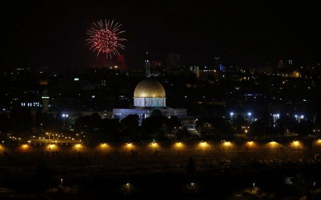 Fireworks explode over Jerusalem's Old City on May 1, 2017, as Israelis marks the end of Memorial Day and at the start of Israel's 69th Independence Day celebrations. (AFP PHOTO / AHMAD GHARABLI)