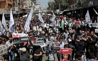 Supporters of Hamas, Islamic Jihad and the al-Ahrar movement protest against Palestinian Authority President Mahmoud Abbas in the southern Gaza Strip town of Rafah on May 2, 2017. (AFP/Said Khatib)