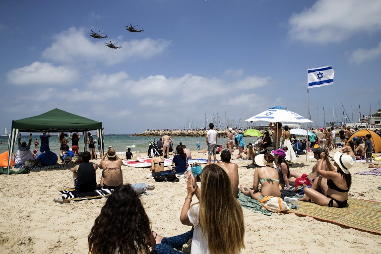 Israeli Sikorsky CH-53 Stallion helicopters perform during an air show over the beach in the Israeli coastal city of Tel Aviv on May 2, 2017 as Israel marks Independence Day, 69 years since the establishment of the Jewish state. (AFP PHOTO / JACK GUEZ)