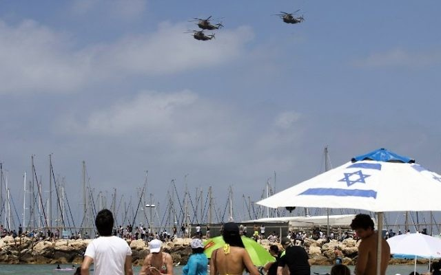 Israeli Sikorsky CH-53 Stallion helicopters perform during an air show over the beach in the Israeli coastal city of Tel Aviv on May 02, 2017 as Israel marks Independence Day, 69 years since the establishment of the Jewish state. AFP/JACK GUEZ)