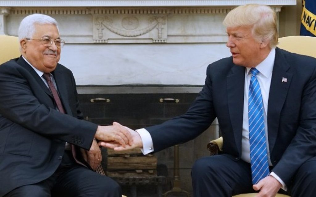 US President Donald Trump meets with Palestinian Authority President Mahmoud Abbas in the Oval Office of the White House on May 3, 2017 in Washington, DC. (AFP PHOTO / MANDEL NGAN)