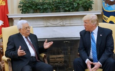 US President Donald Trump meets with Palestinian Authority President Mahmoud Abbas in the Oval Office of the White House on May 3, 2017 in Washington, DC. (AFP/MANDEL NGAN)