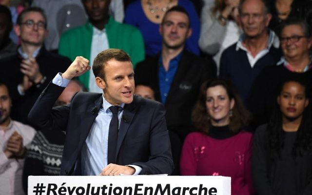 """French presidential candidate Emmanuel Macron of the """"En March !"""" movement speaking during a campaign rally in Paris, December 10, 2016. (AFP PHOTO / Eric FEFERBERG)"""