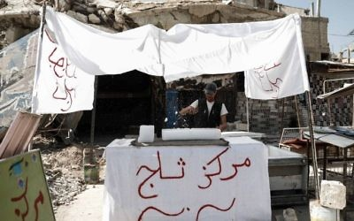 A Syrian man sells ice in the rebel-held town of Douma, on the eastern outskirts of Damascus on May 6, 2017. (Sameer Al-Doumy/AFP)