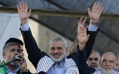 This file photo taken on August 27, 2014 shows Hamas leader in the Gaza Strip Ismail Haniya waving to the crowd during a rally in Gaza City (AFP PHOTO / MOHAMMED ABED)
