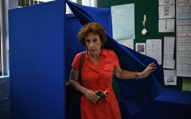 A French citizen residing in Mexico casts her vote at the Lycée Franco-Mexicain in Mexico City on May 6, 2017. (Yuri Cortez/AFP)