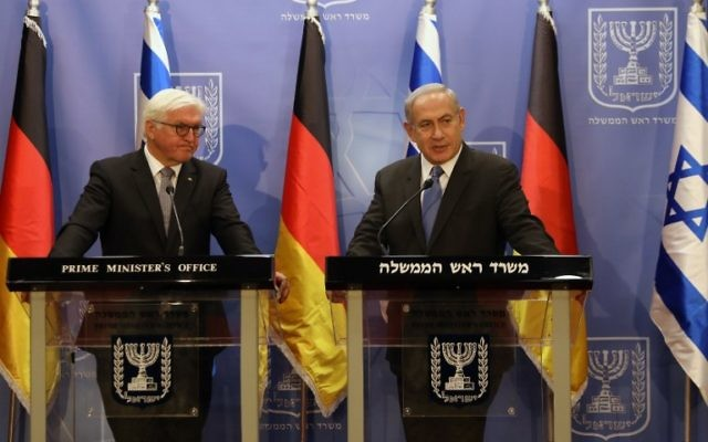 Prime Minister Benjamin Netanyahu, right, together with visiting German President Frank-Walter Steinmeier at a joint press conference in Jerusalem May 7, 2017. (AFP/POOL/RONEN ZVULUN)
