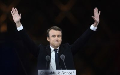 French president-elect Emmanuel Macron waves at supporters as he arrives to deliver a speech in front of the Pyramid at the Louvre Museum in Paris on May 7, 2017, after winning the second round of the French presidential election. (AFP PHOTO / Eric FEFERBERG)