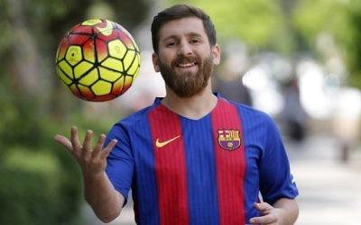 Reza Parastesh, a doppelganger of Barcelona and Argentina's soccer player Lionel Messi, poses for a picture in a street in Tehran on May 8, 2017. (AFP Photo/Atta Kenare)