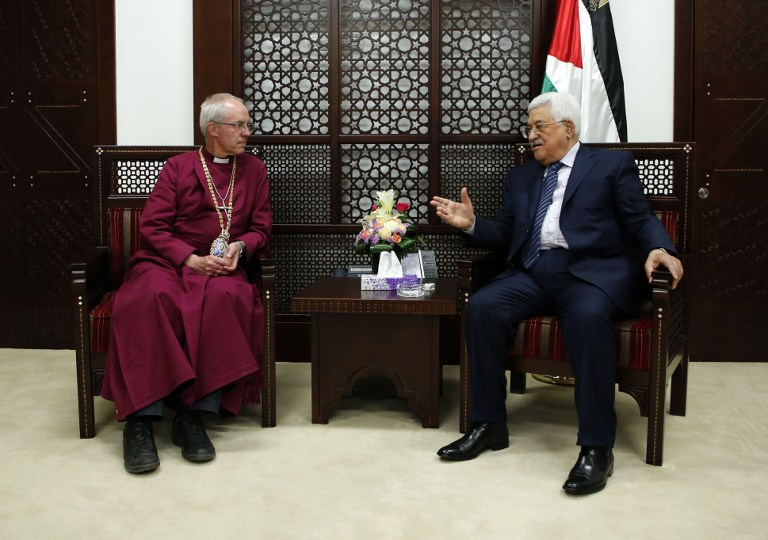 Palestinian president Mahmoud Abbas meets with Archbishop of Canterbury Justin Welby in the West Bank City Ramallah on May 8, 2017. (AFP PHOTO / ABBAS MOMANI)