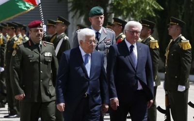 Palestinian Authority President Mahmoud Abbas (L) and German President Frank-Walter Steinmeier review the honor guard during a welcome ceremony at the Palestinian Authority headquarters in Ramallah on May 9, 2017. (AFP PHOTO / ABBAS MOMANI)